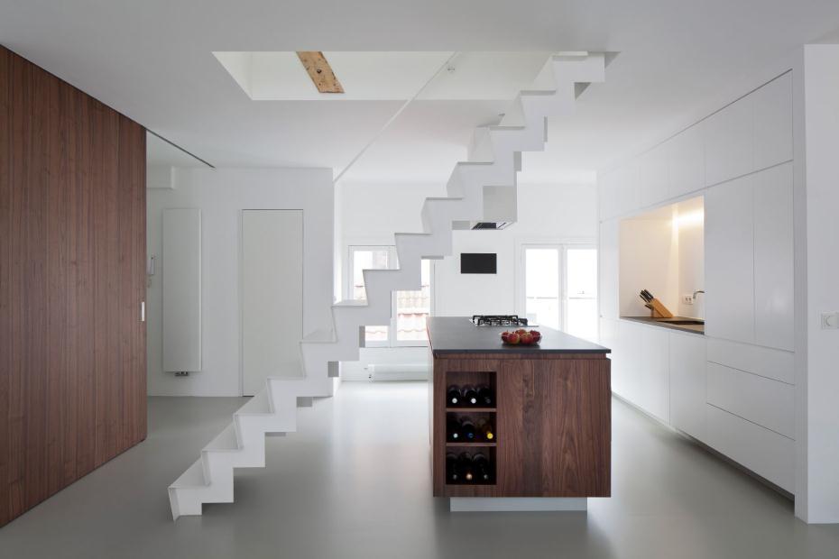 Un loft dans l 39 esprit minimaliste frenchy fancy - Escalier milieu de piece ...