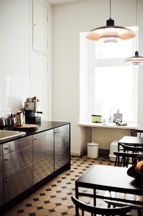 un appartement chic et pur frenchy fancy. Black Bedroom Furniture Sets. Home Design Ideas