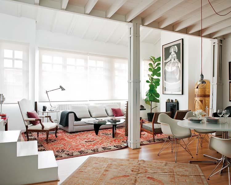 Séjour et salle à manger avec du mobilier Noguchi et Eames