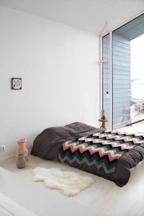 Chambre avec tapis en peau d' agneau