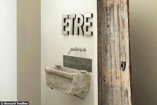 Un lavabo en pierre brute !