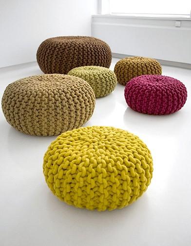 Une autre de mes envies du moment : le pouf en tricot !