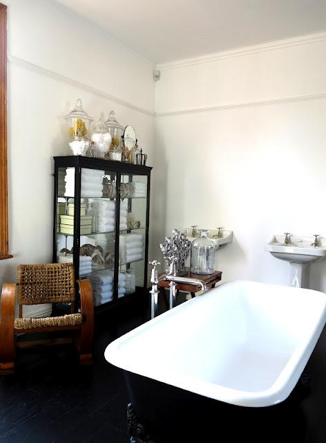 Ambiance Cabinet de Curiosités pour la salle de bain