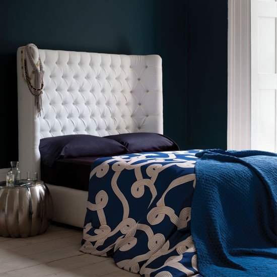 Chambre dans les tons bleus et violets