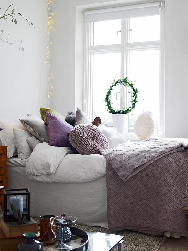 Un lit qui donne envie de se cacher sous les couvertures