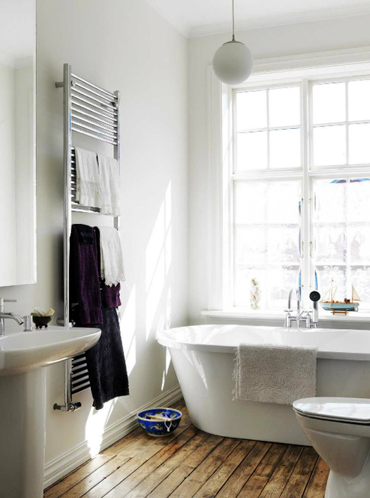 La salle de bain et sa baignoire