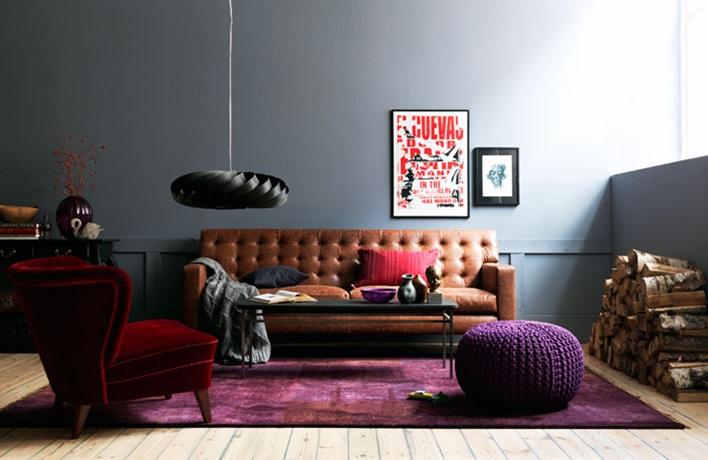 Canapé Chesterfield et couleurs sombres