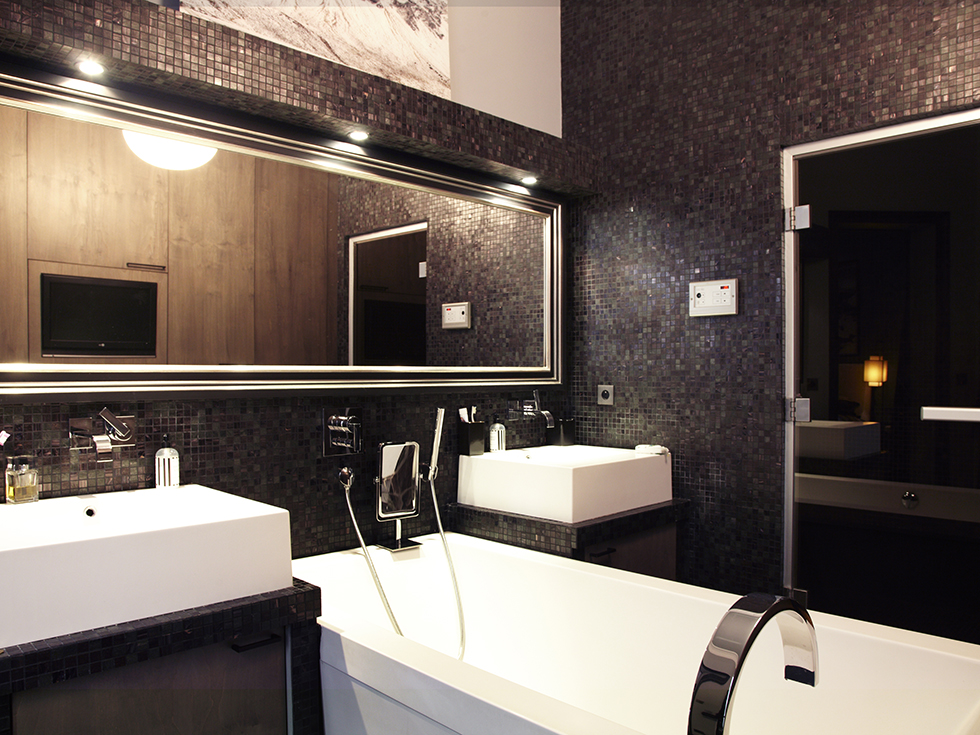 Un int rieur parisien so chic frenchy fancy for Salle de bain mosaique noir