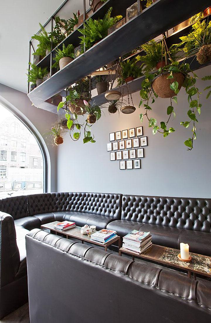 Un salon de coiffure atypique et branch frenchy fancy - Interior hair salon lighting ideas ...