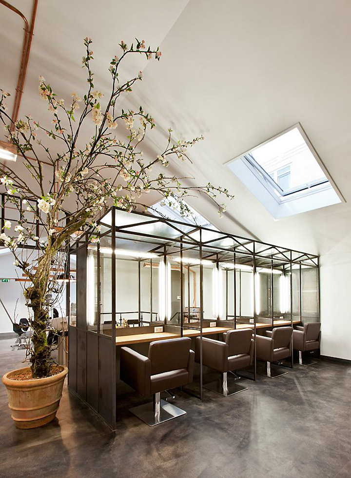 Un salon de coiffure atypique et branch frenchy fancy for Accessoire pour salon de coiffure