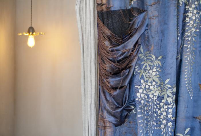 Un rideau bleu