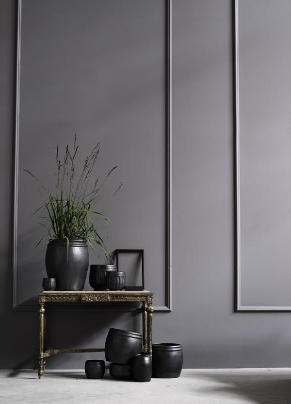 Idée pour une maison dans les tons gris, dorés et noirs