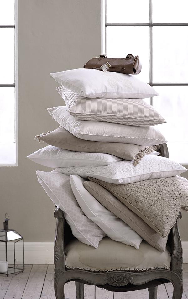 Des coussins pour son canapé