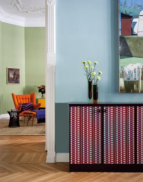 Design, couleurs vives et couleurs douces pour cet appartement