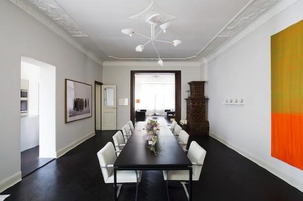La salle à manger, mélange de styles classique et contemporain