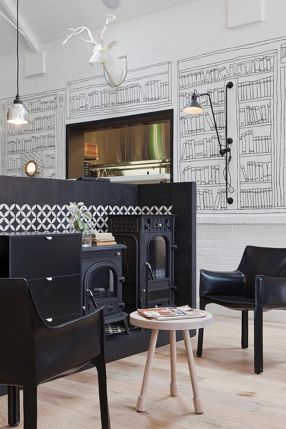 Décoration en noir, beige et blanc pour ce restaurant