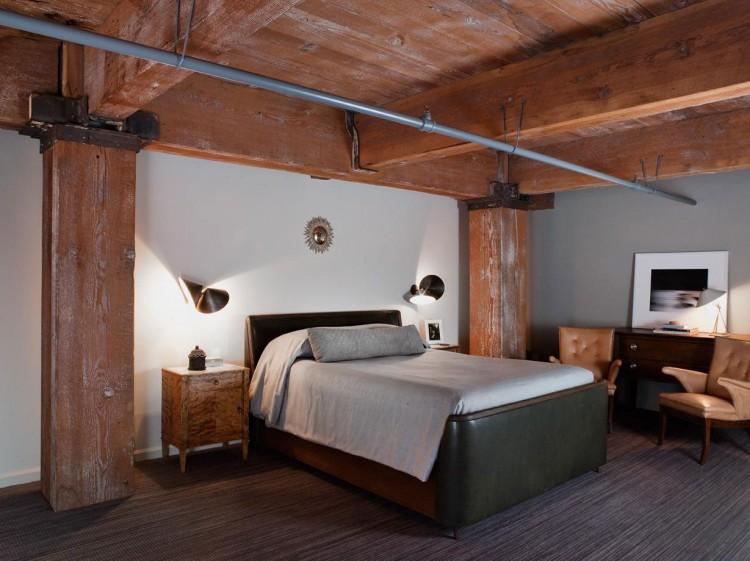 La chambre et son lit en cuir