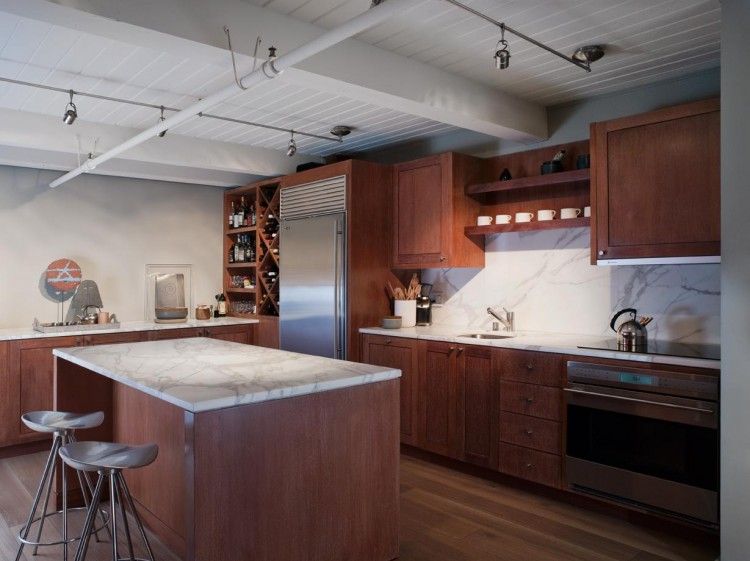La cuisine, en marbre et bois