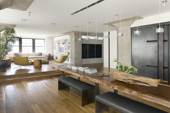 Imposante table en bois brut