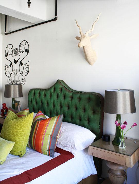 Du vert émeraude pour une tête de lit