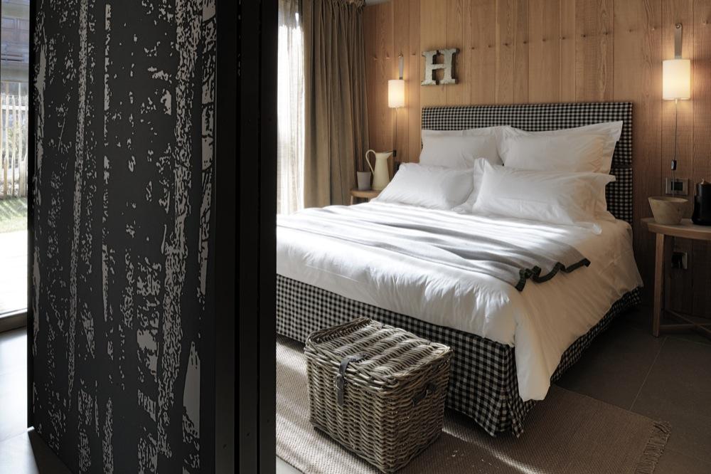 Chambre et lambris en bois naturel