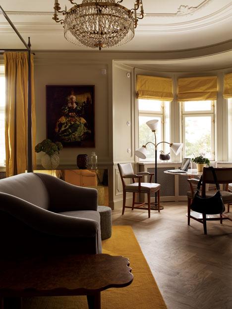 Décoration d'une chambre en jaune et gris