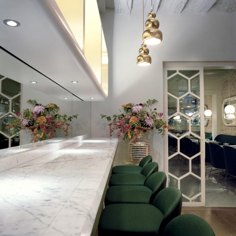Le bar en marbre blanc