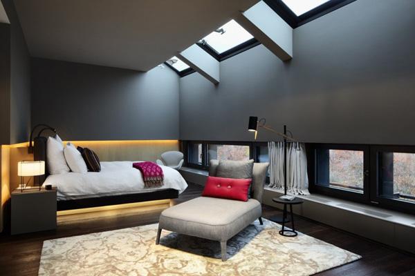 Une chambre aux murs gris souris