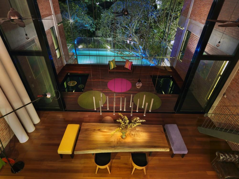 Salle à manger avec vue sur piscine