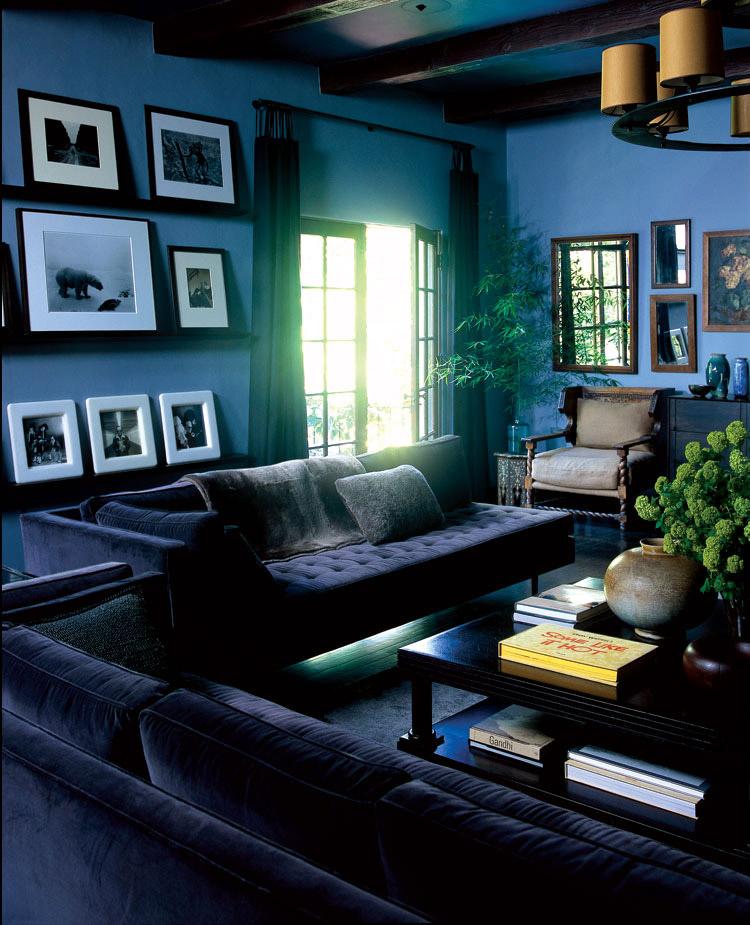 Un salon cosy dans les tons bleus et noirs