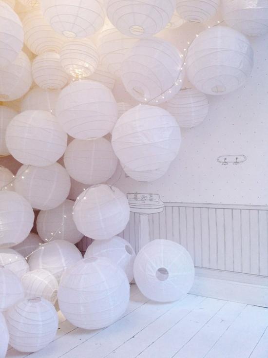 Accumulation de boules japonaises en papier