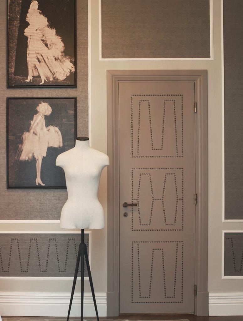 Mannequin de couture, référence au thème de la suite