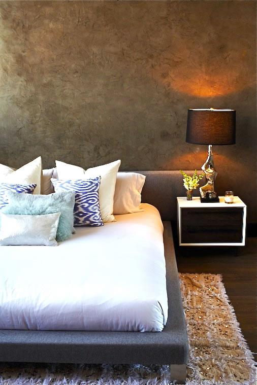 Mur texturé dans la chambre
