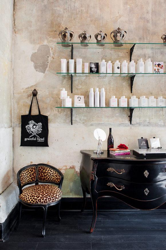 Un salon de coiffure au style glam 39 rock frenchy fancy - Ideas para decorar tu salon ...