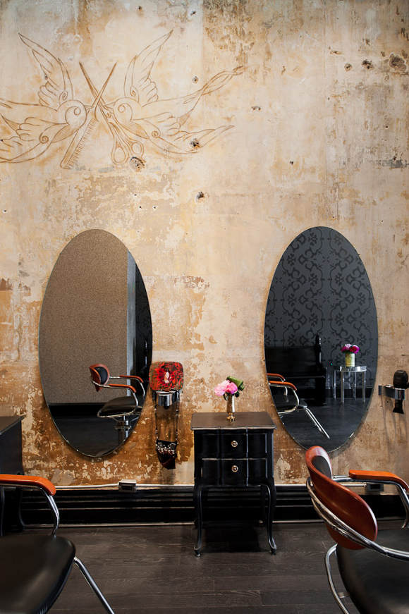 un salon de coiffure au style glam 39 rock frenchy fancy. Black Bedroom Furniture Sets. Home Design Ideas