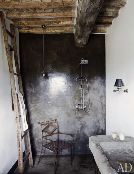 Une maison au charme rustique en italie frenchy fancy for Salle de bain de charme