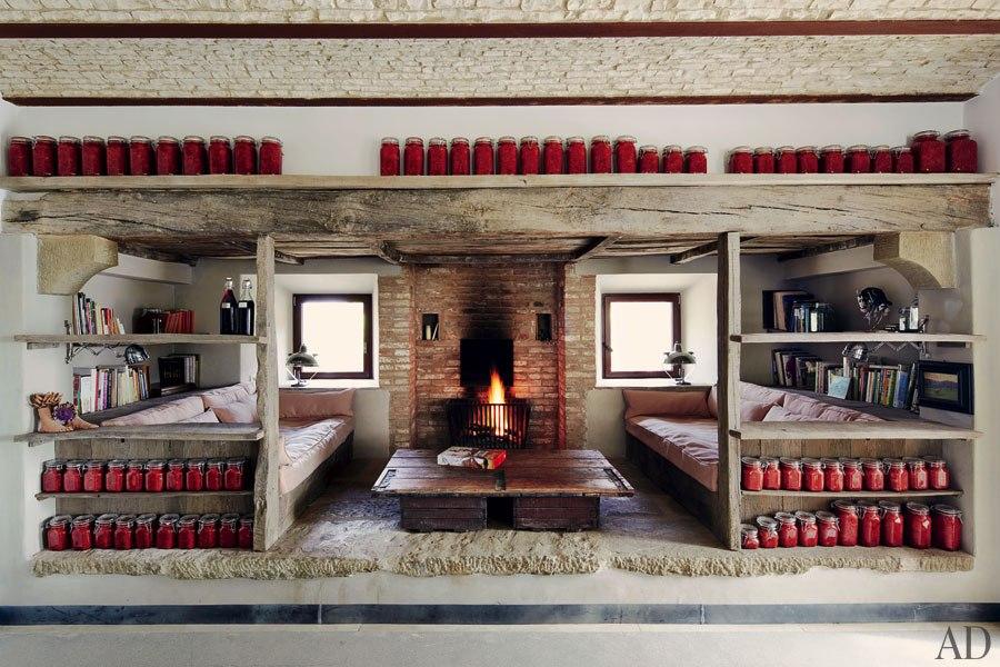Briques et bois brut dans le séjour