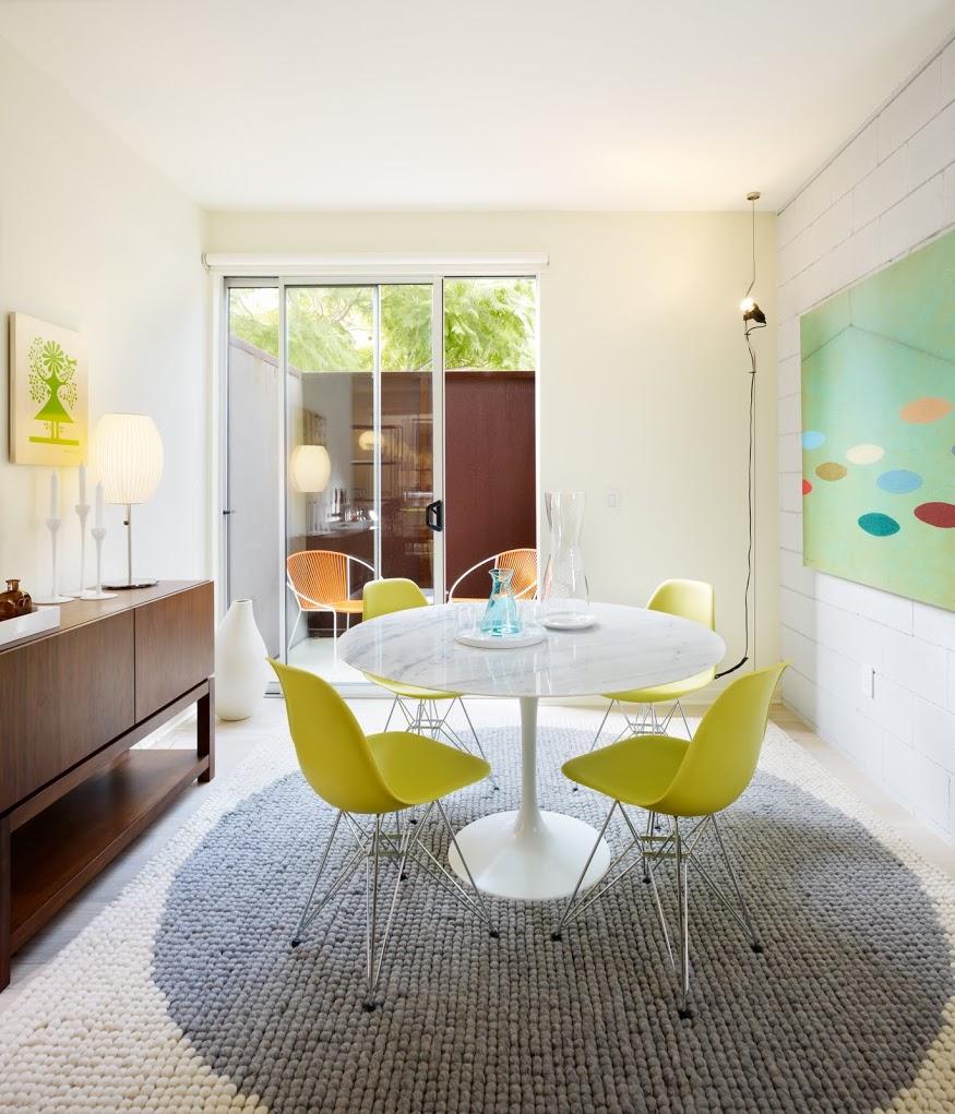 Table Saarinen et chaises Eames