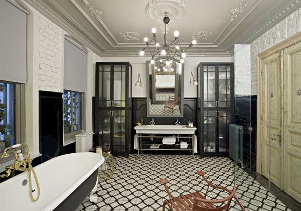 Mélange de styles ancien et contemporain dans la salle de bain