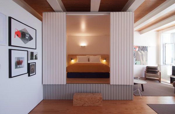... coucher se trouve dans un cube, au beau milieu de l'espace à vivre