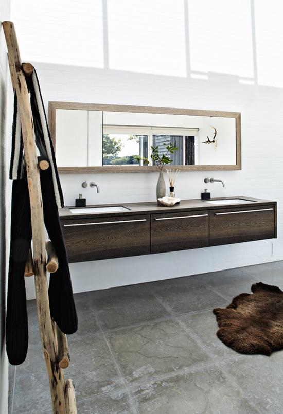 Salle de bain contemporaine en bois