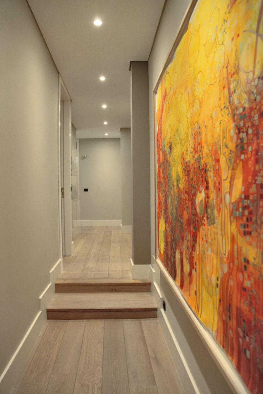 Oeuvre d'art dans le couloir