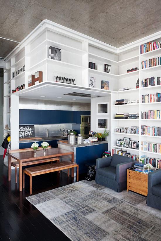 Un loft en gris, bleu, noir et blanc par l'agence FGMF