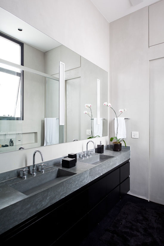 Un loft en gris noir et blanc frenchy fancy for Salle de bain grise et bois