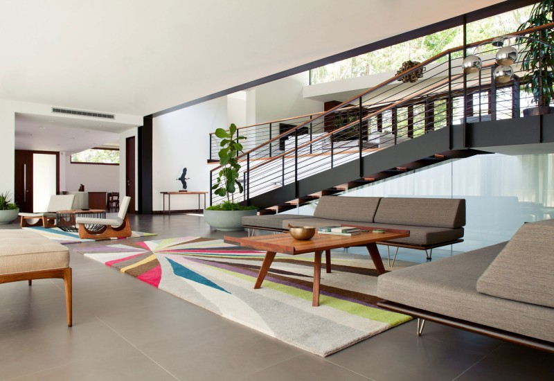Mobilier aux lignes rétro et architecture contemporaine