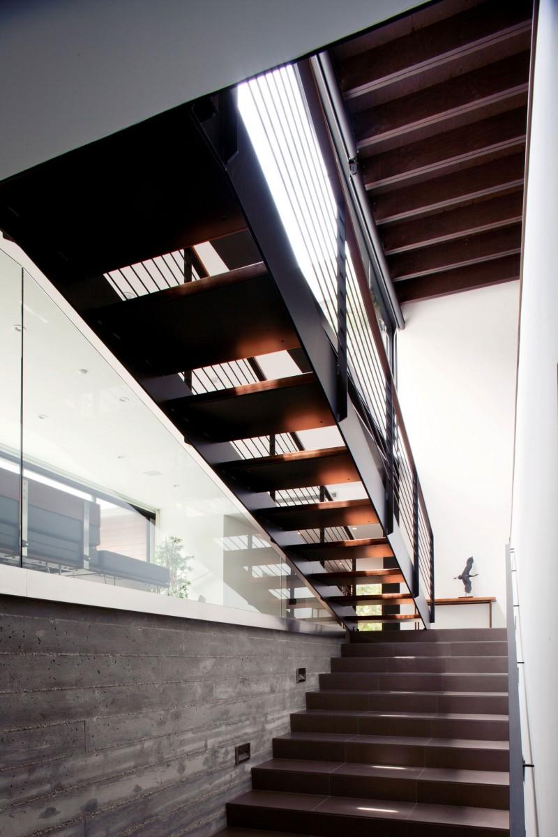 Escalier en acier bois et verre