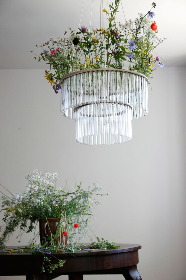 Suspension design et composition florale