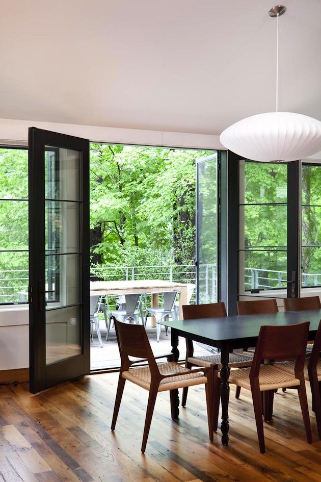 Détails de la décoration de la salle à manger et de la terrasse