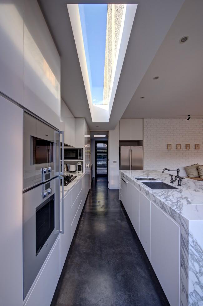 Sobriété et modernisme dans la cuisine de la maison