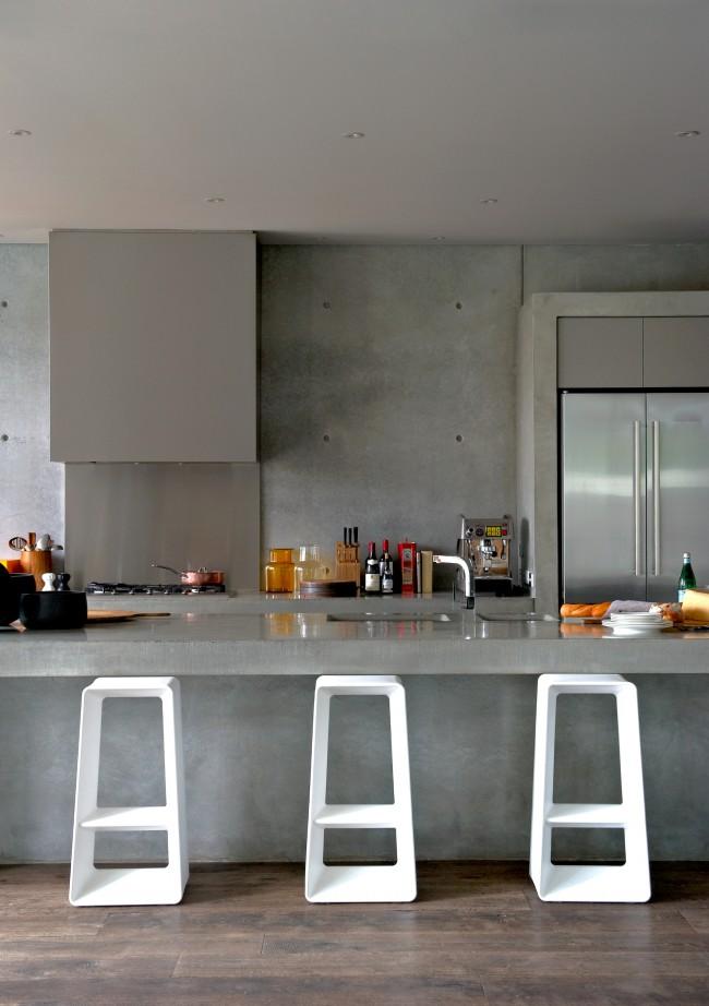 Cuisine moderne et inox et béton